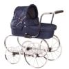 Klassischer Puppenwagen in blau